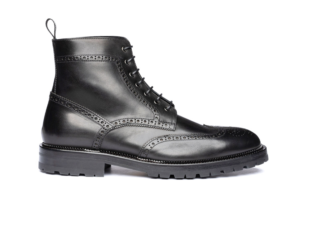 ankle wing brogue boot in black calf leather