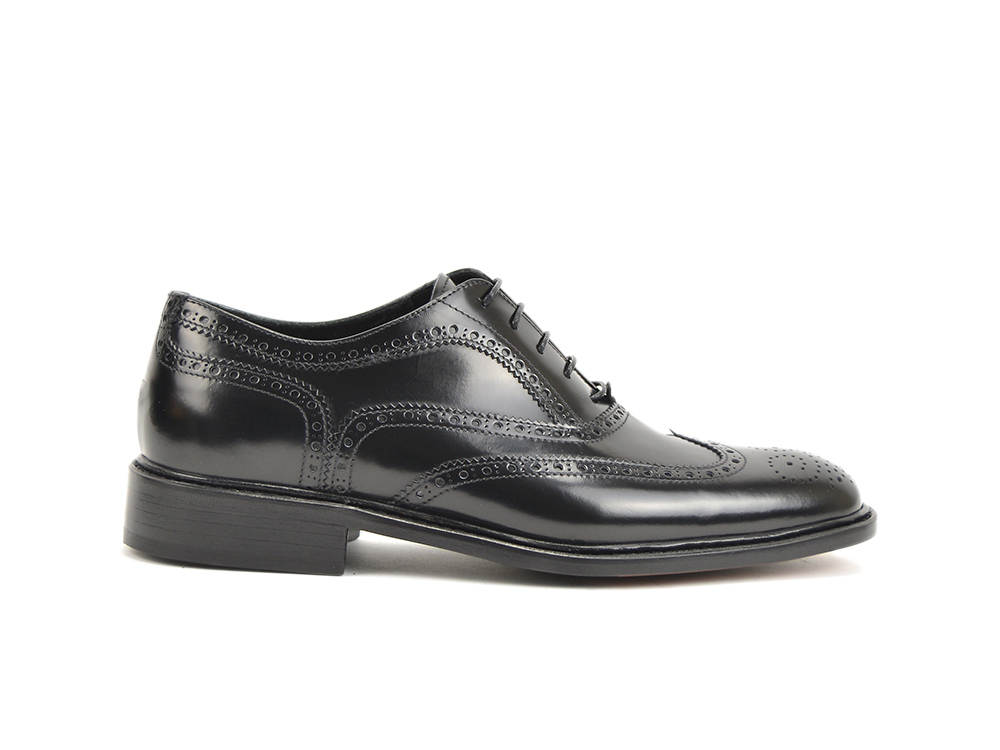 man shiny black oxford wingtip